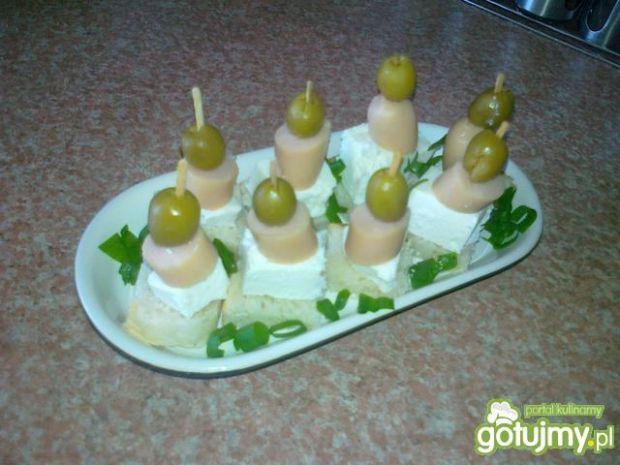 Szybkie koreczki z serem feta
