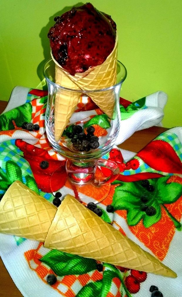 Szybkie lody jagodowe