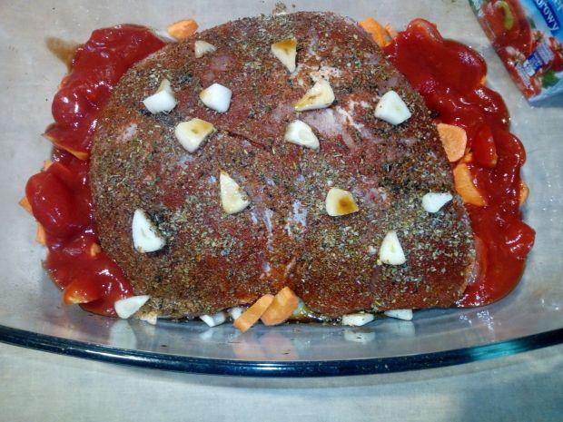 Szynka pieczona w pomidorach