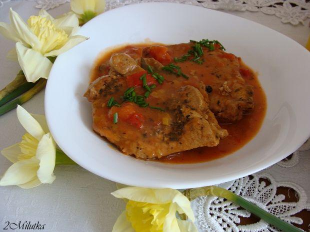 Szynka w pomidorowo-paprykowym sosie