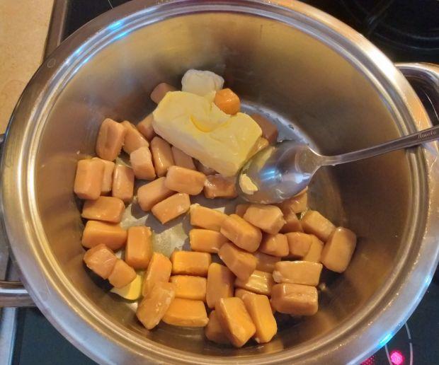 """""""Szyszki"""" z ryżu preparowanego i cukierków toffi"""