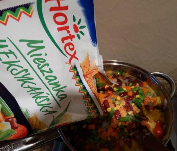 Taco de harina z sosem pomidorowym