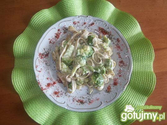 Tagiatelle z brokułami w sosie serowym