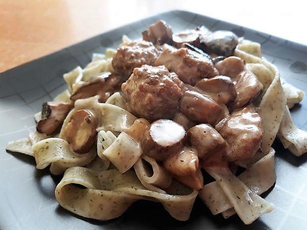Tagiatelle z klopsikami w sosie grzybowym