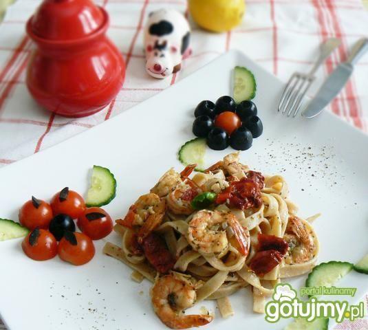 Tagliatelle z pomidorami i krewetkami