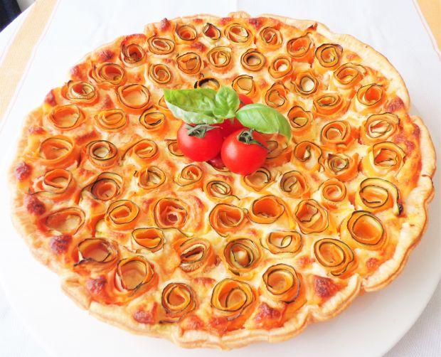 Tarta na francuskim cieście z sosem mornay