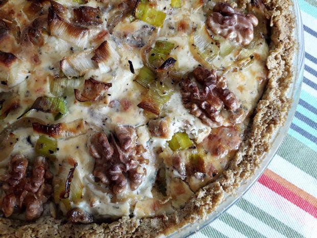 Tarta owsiana z porem i serem pleśniowym