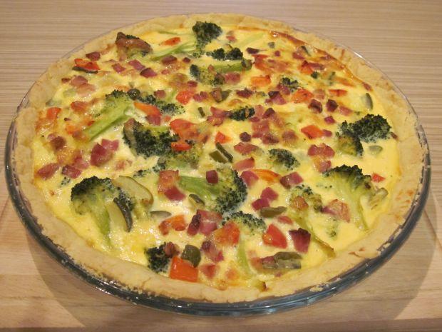 Tarta z boczkiem i warzywami