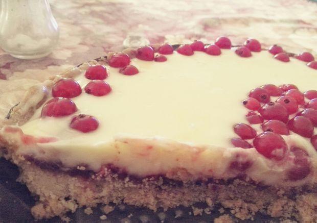 Tarta z frużeliną porzeczkową i białą czekoladą