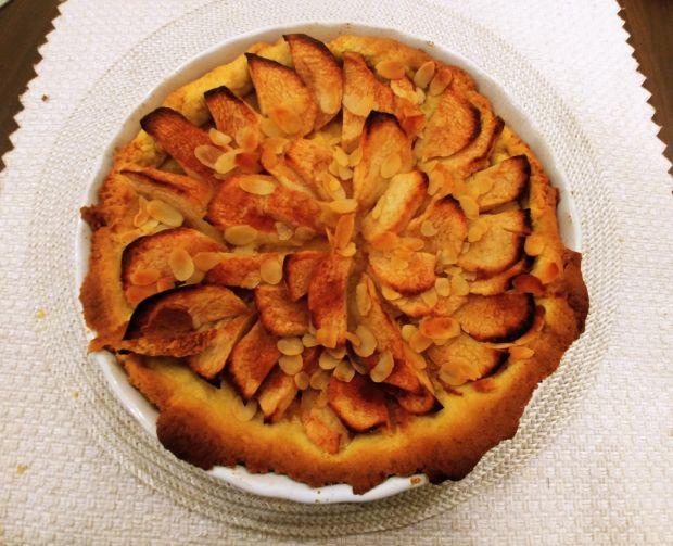 Tarta z jabłkami i migdałami na dyniowym spodzie