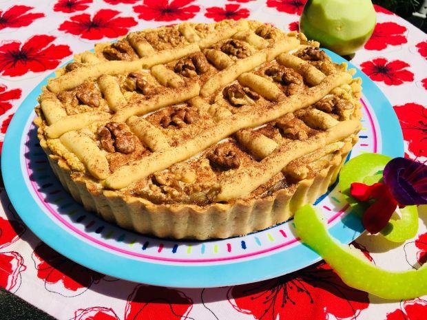 Tarta z jabłkami i suszonymi morelami