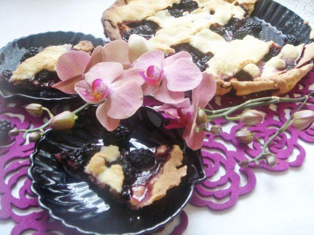 Tarta z jeżynami i białą czekoladą