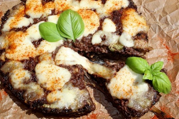 Tarta z kaszanką i mozzarellą