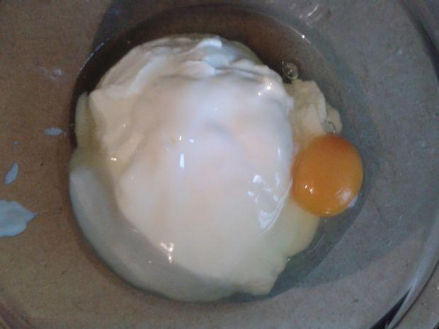 Tarta z kokosowym jogurtem i agrestem w wersji lig