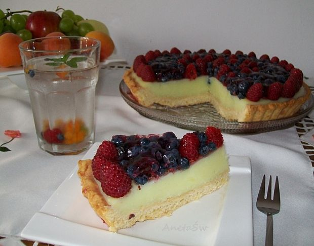 Tarta z malinami i borówkami