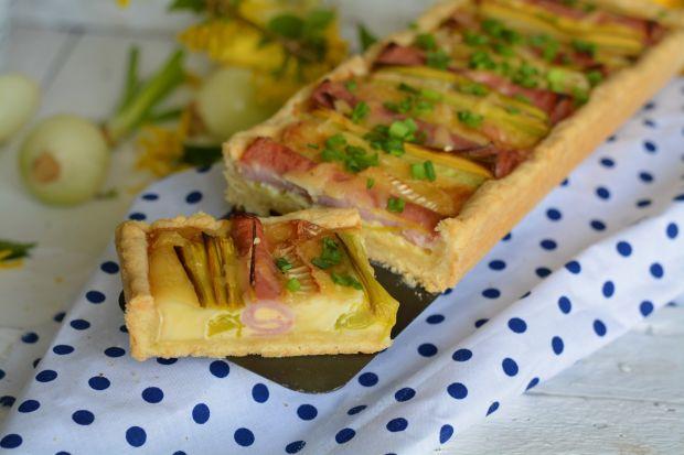 Tarta z porem, szynką i serem pleśniowym