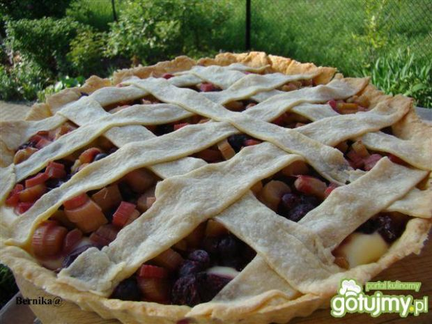 Tarta z rabarbarem i owocami