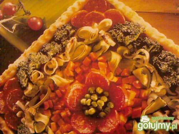 Tarta z sałatką warzywną