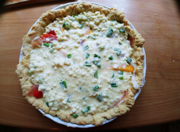 Tarta z szynką parmeńską i warzywami