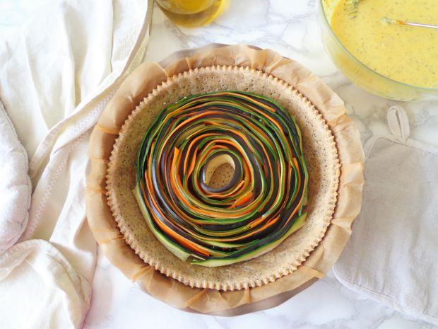 Tarta z zapiekanymi warzywami w sosie z kurkumą