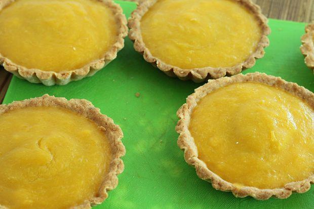Tartaletki mango z truskawką