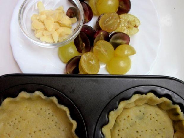 Tartaletki migdałowe z winogronami