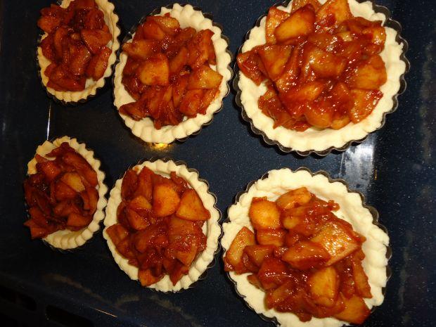 Tartaletki z jabłkiem i złocistą kruszonką