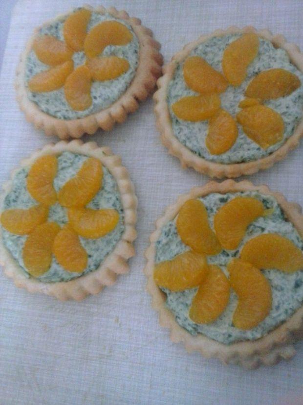 Tartaletki z kremem szpinakowym i mandarynką