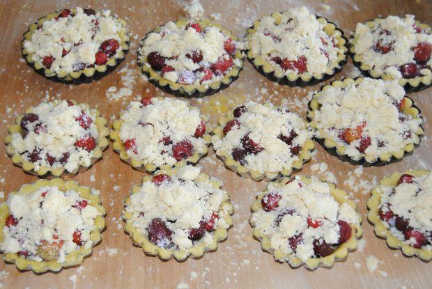 Tartaletki z truskawkami i kruszonką