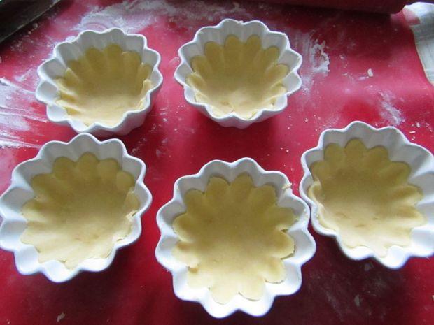 Tatar śledziowy z pomarańczą podany w tartaletkach