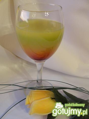 Tęczowy drink z wódką i frugo