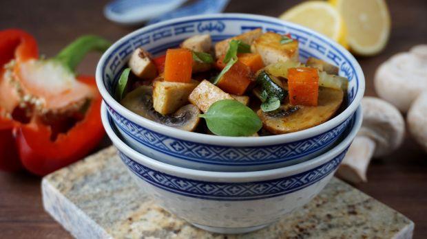 Tofu smażone z warzywami