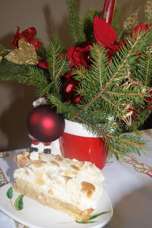 Torcik biszkopt-beza-karmel i krem na likierze
