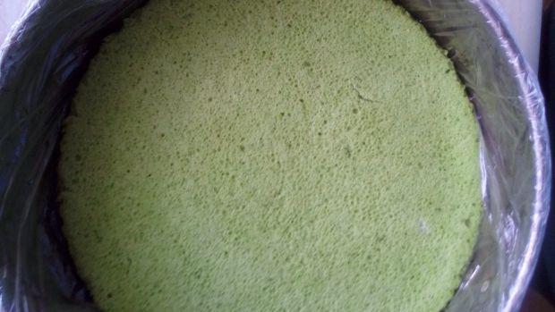 Torcik na szpinakowym spodzie z arbuzową galaretką