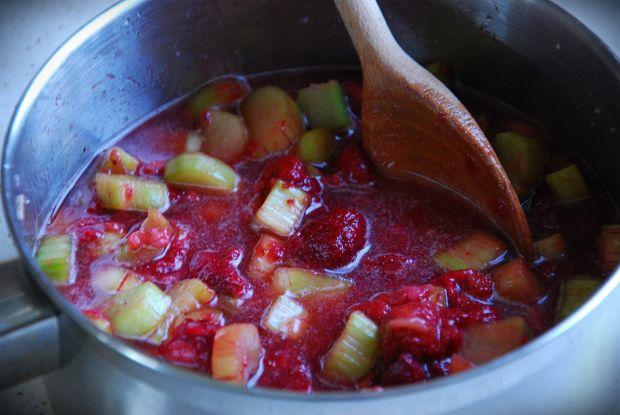 Torcik rabarbarowo- truskawkowy