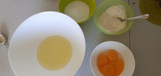 Torcik śmietanowo- jogurtowy z niespodzianką