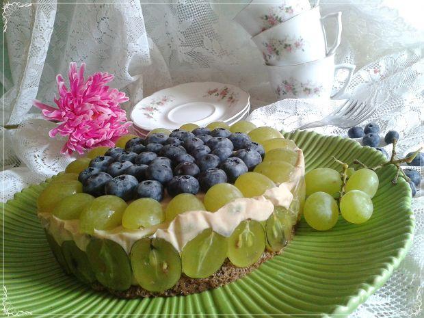 Torcik tiramisu z borówkami i winogronem light