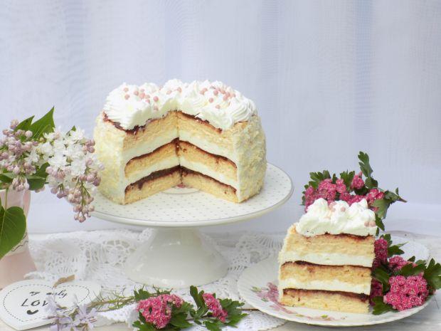 Tort biszkoptowy z powidłem i cytrynową pianką