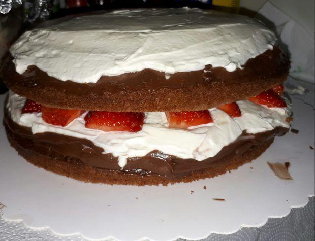 Tort biszkoptowy z truskawkami
