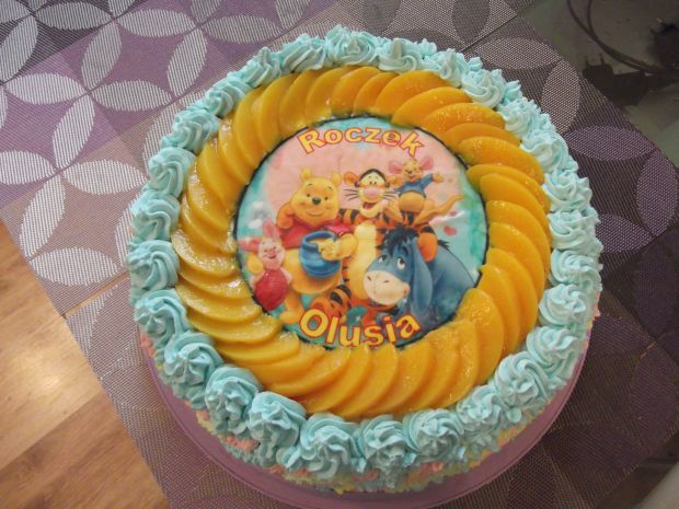 Tort brzoskwiniowy z Kubusiem Puchatkiem