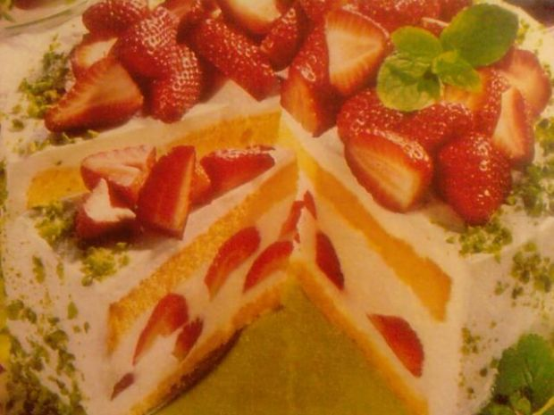 Tort cytrynowy z delikatną pianką