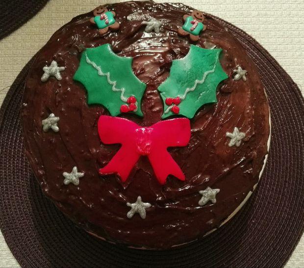Tort czekoladowy z miodowym biszkoptem