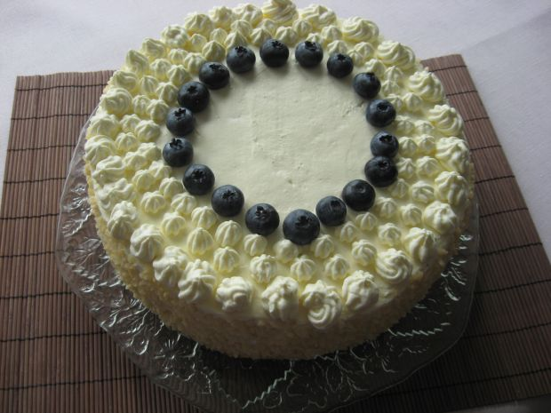 Tort kakaowy z borówką amerykańską