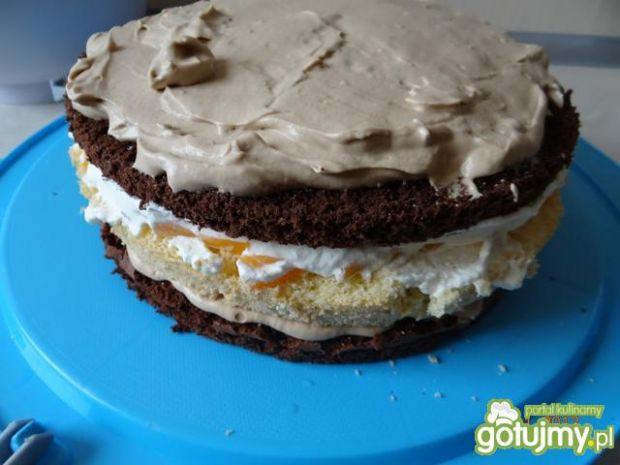Tort kawowo-brzoskwiniowy w szachownice