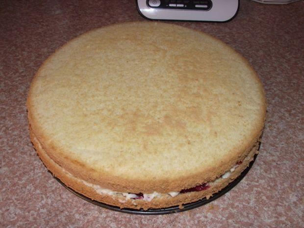 Tort kokosowo-śmietankowy z borówkami