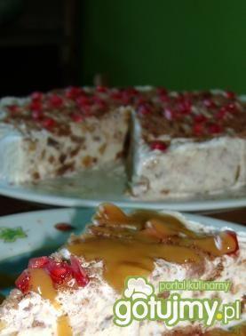 Tort lodowy z sosem krówkowym