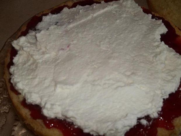 Tort na bitej śmietanie z galaretką