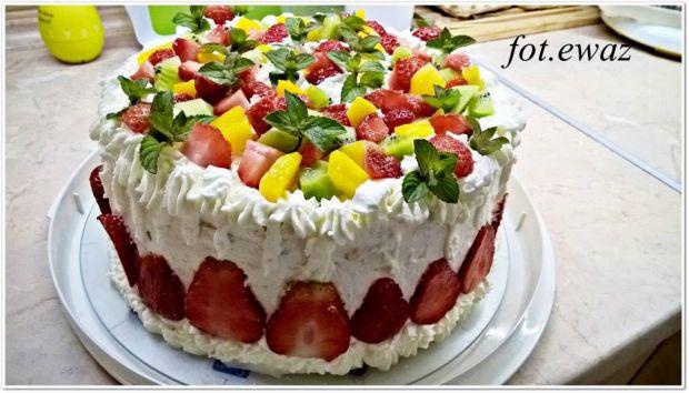 Tort na urodziny z owocami