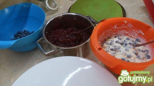 Tort naleśnikowy z borówkami