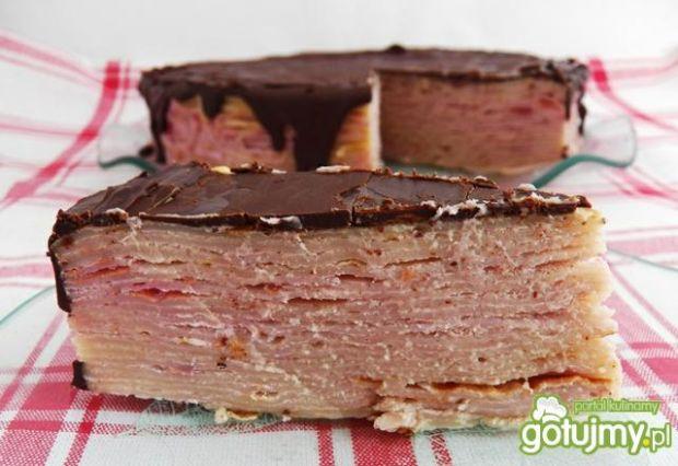 Tort naleśnikowy z malinową konfiturą
